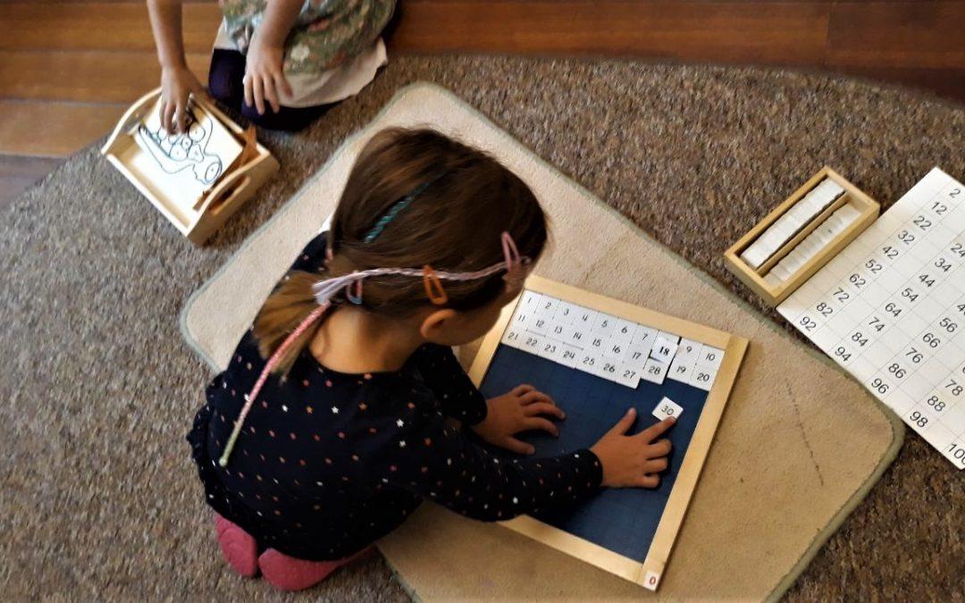 Jak fascynująca może być matematyka dzięki pomocom Montessori